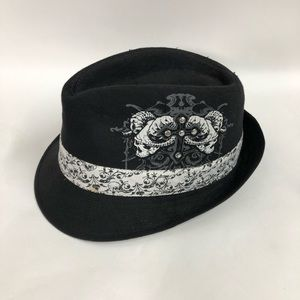 Ram Scull and studded cross fedora
